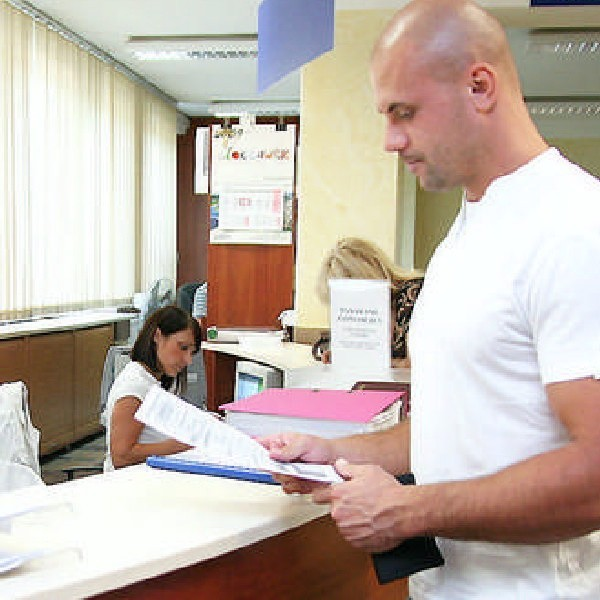 Formalnie jest jedno okienko, ale i tak przedsiębiorca biega z dokumentami do kilku urzędów...