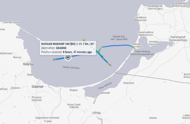 Screen z mapy z portalu MarineTraffic z zapisem rzekomego kursu rosyjskiego okrętu po polskich wodach terytorialnych.