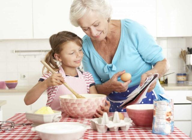 Gotowi na sentymentalną podróż w czasie? Kliknijcie w galerię i zobaczcie przepisy naszych babć, do których zawsze warto powracać.