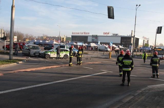 Na feralnym skrzyżowaniu ulic Wernera, Szarych Szeregów i Mireckiego do zderzenia doszło w środę 27 grudnia rano.