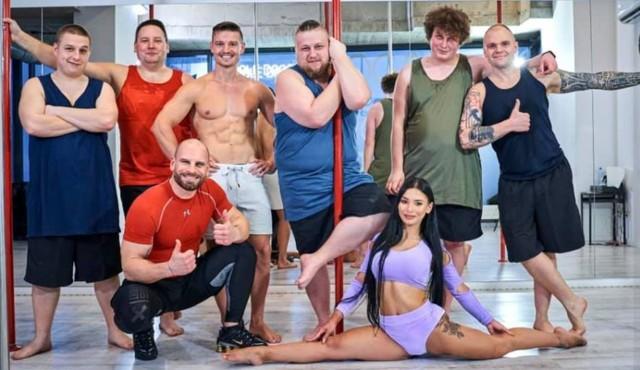 Kasia Bielecka uczyła pole sport Kanapowców: Kubę, Piotra, Sebastiana, Patryka i Kamila.