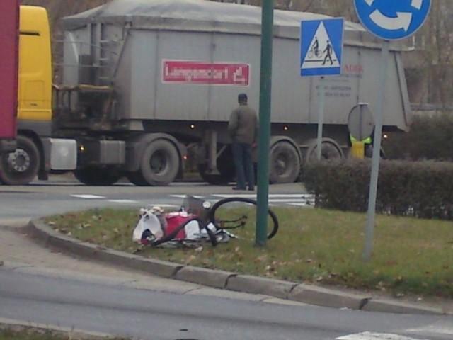 Wypadek na rondzie w Oleśnie.