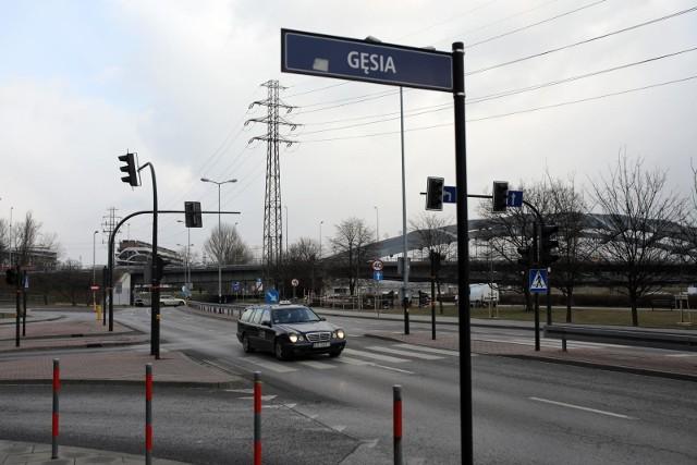 Minęło 20 lat od wybudowania mostu Kotlarskiego, a nadal nie ma na ten obiekt wjazdu z ul. Podgórskiej.