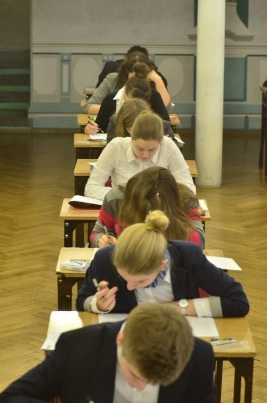 Z matematyką na poziomie podstawowym zmierzyli się we wtorek tegoroczni maturzyści. Na zdjęciu LO nr II w Poznaniu