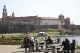 Słoneczny początek kwietnia w Krakowie. Mieszkańcy korzystają z pięknej pogody