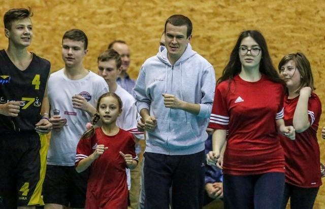 Minister sportu Witold Bańka w czwartek trenował w Ergo Arenie z dziećmi i młodzieżą z Ukrainy