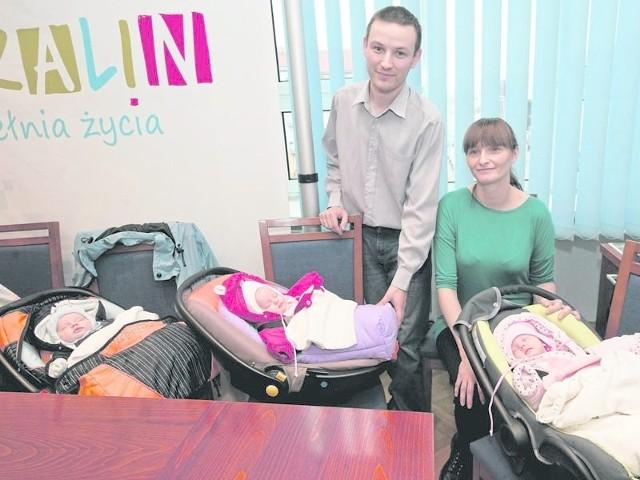 Oto trojaczki (Mateusz, Julia, Aleksandra w towarzystwie rodziców), które przyszły na świat w Koszalinie i tu mieszkają - tu podczas listopadowego spotkania u prezydenta miasta.