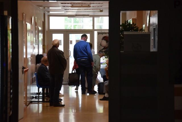 Pacjenci z powiatu kluczborskiego już po raz drugi w tym roku nie mają możliwości leczenia się na tymczasowo zawieszonym oddziale wewnętrznym w szpitalu powiatowym w Kluczborku.