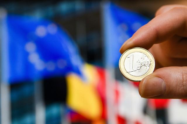 Szefowie krajów Unii Europejskiej spotkają się na szczycie w Brukseli w sprawie nowego budżetu, który uwzględnia stworzenie funduszu odbudowy gospodarki. Polska ma otrzymać z niego rekordowe środki