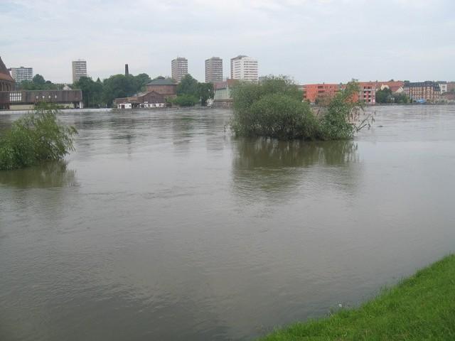 Wody w Odrze jest jeszcze dużo, ale zaczyna opadać