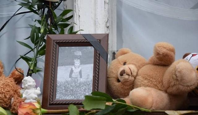 Tomek miał trzy latka gdy został skatowany na śmierć przez konkubenta matki. Więcej informacji w podpisach kolejnych zdjęć >>>.