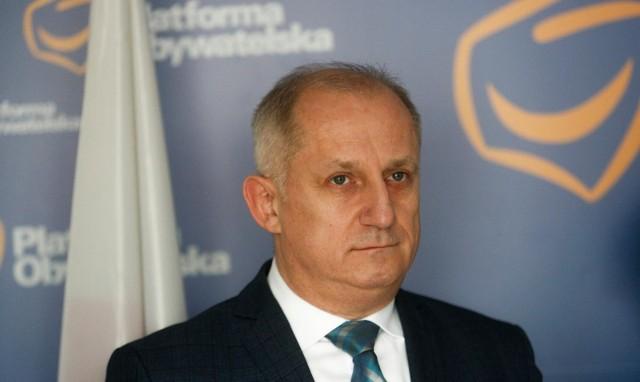 TVP Info ujawniło w poniedziałek zakulisowe rozmowy polityków Platformy Obywatelskiej. Głównym bohaterem nagrań jest poseł Sławomir Neumann, który w niecenzuralnych słowach mówi. m.in. o lojalności partii wobec samorządowców, którzy są jej członkami.