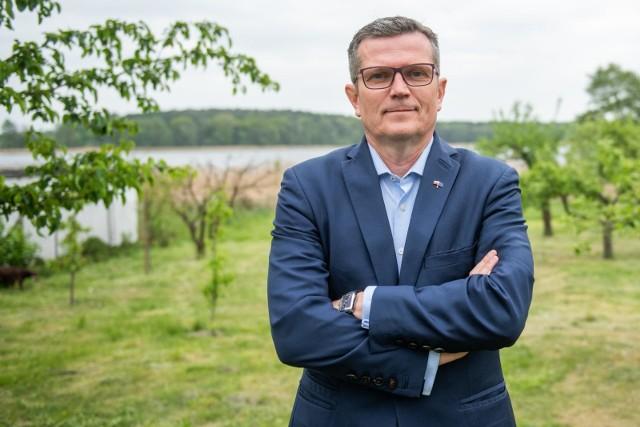 - TVP już dawno przestała być telewizją publiczną, nie powinna dostać kolejnych pieniędzy z budżetu. Lepiej przeznaczyć je na służbę zdrowia - podkreśla senator Marcin Bosacki z PO.