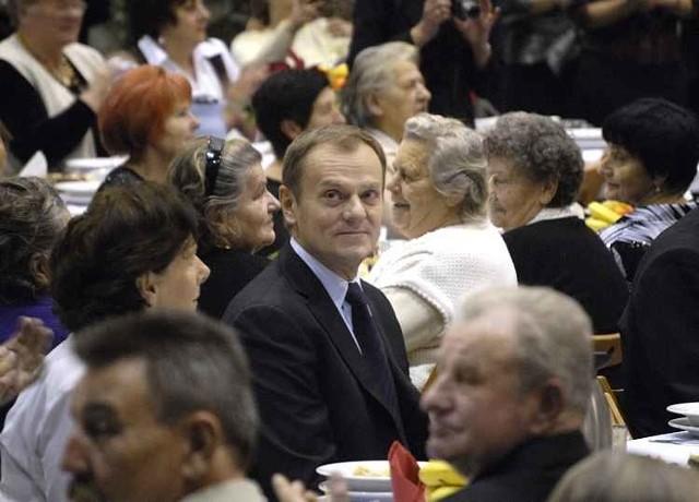W Jezierzycach zorganizowano Wigilie dla 1000 seniorów. Przyjechal na nią szef polskiego rządu.