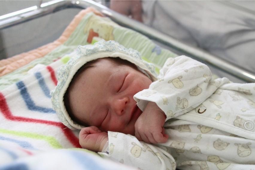 Przepisy pozwalają na nadawanie dzieciom urodzonym w Polsce...