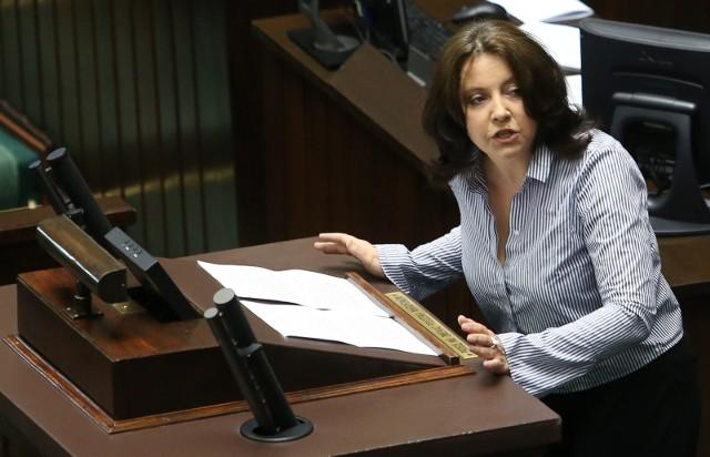 W Radzie Mediów Narodowych Lichocka pozycjonuje się jako zdeklarowana przeciwniczka prezesa TVP Jacka Kurskiego, głównie za to, że ten  używa telewizji  jako narzędzia do budowania własnej kariery i pozycji politycznej
