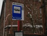 MPK w Łodzi: Jak żądać zatrzymania bez dotykania przycisków? Pasażerowie łódzkich autobusów mają dylemat
