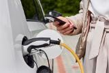 W czym kierowcom samochodów elektrycznych pomaga aplikacja ORLEN Charge?