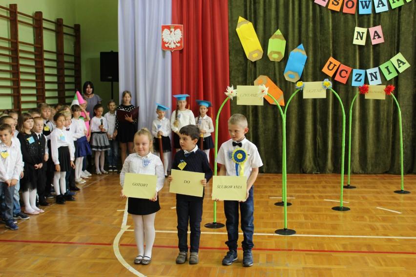 Dzieci z klas pierwszych Szkoły Podstawowej nr 11 złożyły...