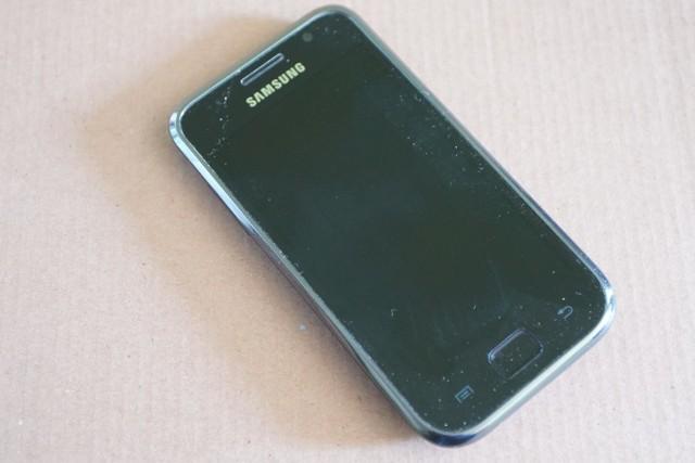 Zdjęcie ilustracyjne/Mieszkaniec powiatu wąbrzeskiego pobił kuzyna, aby zabrać mu jego telefon komórkowy