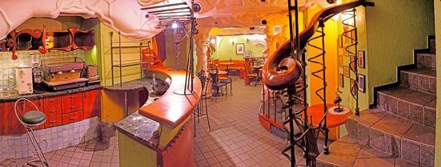Kultowa kawiarnia Gaudi Cafe w Katowicach na sprzedaż za 450 tys. złKultowa kawiarnia z ulicy Wawelskiej w Katowicach – Gaudi Cafe – jest na sprzedaż.