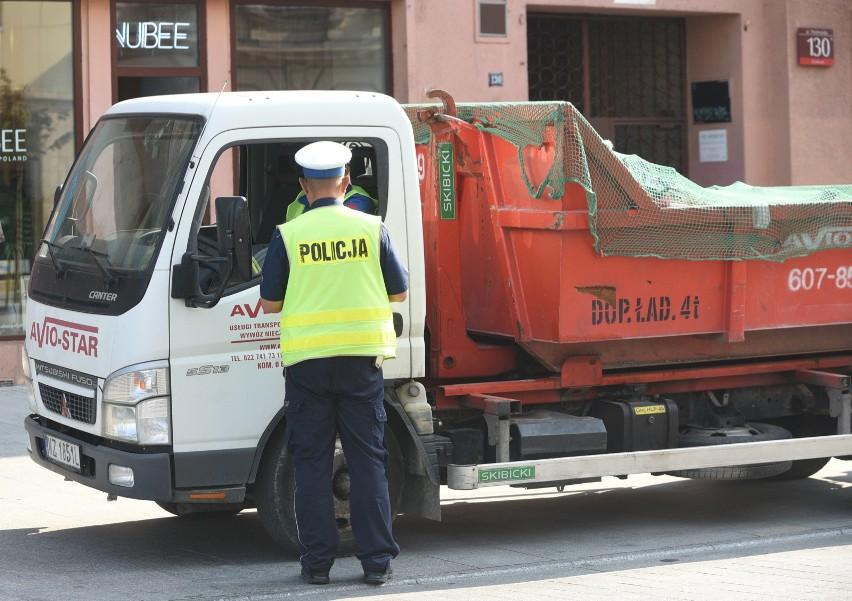 Kierujący pojazdami posiadający polskie prawo jazdy będą zwolnieni z obowiązku posiadania przy sobie i okazywania dokumentu podczas kontroli drogowej na terytorium Polski.