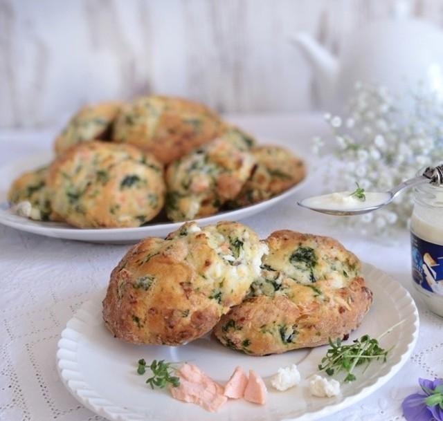 Przepisy na śniadanie wielkanocne: Bułeczki z łososiem