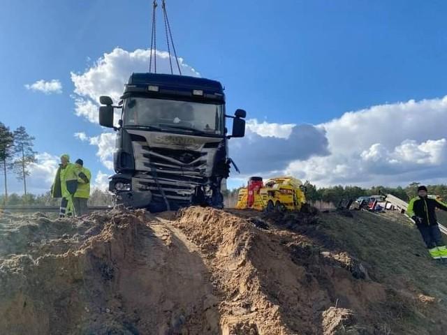 Na trasie S-10 pod Toruniem zderzyły się trzy samochody