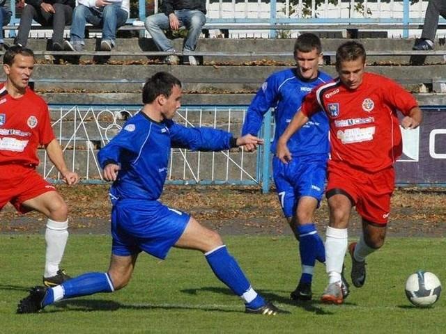 Piłkarze Unii Nowa Sarzyna po zaciętym spotkaniu pokonali rezerwy Górnika Łęczna.