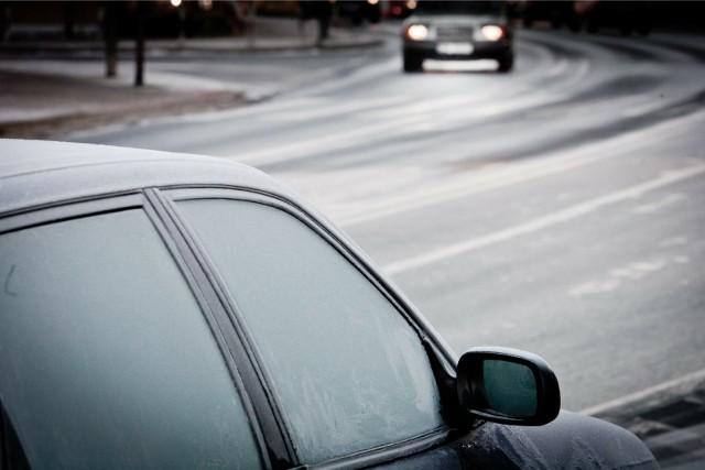 Rankami wciąż czekają nas przymrozki, kierowcy muszą się liczyć z tym, że na szybach pojawi się szron