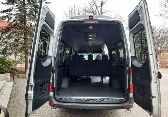 200 tysięcy złotych kosztował nowy bus (mercedes sprinter)...