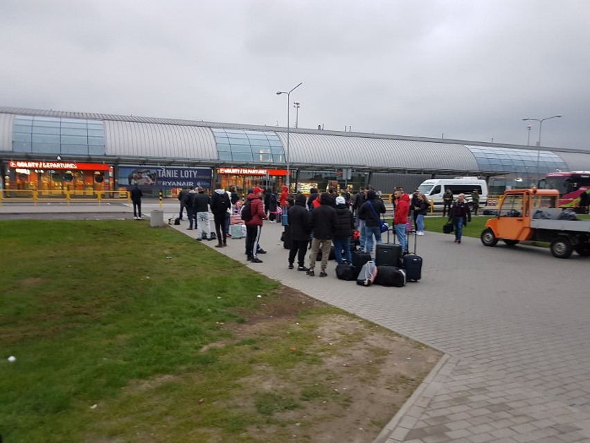 Ewakuacja Lotniska Modlin. Ktoś pozostawił torbę na...