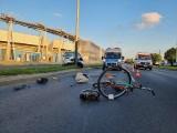 Groźny wypadek na al. Włókniarzy. Wjechał w rowerzystę na drodze rowerowej... ZDJECIA