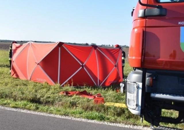 Śmiertelny wypadek motocyklisty pod Wrześnią. Do zdarzenia doszło w Kołaczkowie w niedzielę, 22 września, około godziny 16.Przejdź do kolejnego zdjęcia --->