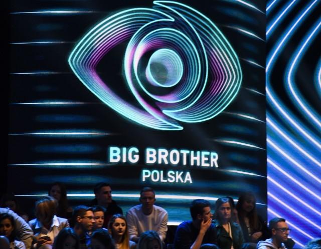 """Program """"Big Brother"""" można oglądać codziennie online w internecie oraz w telewizji na antenie TVN7 w programach emitowanych przez cały tydzień."""