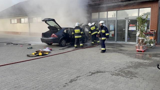 Pożar samochodu w podopolskich Komprachcicach.