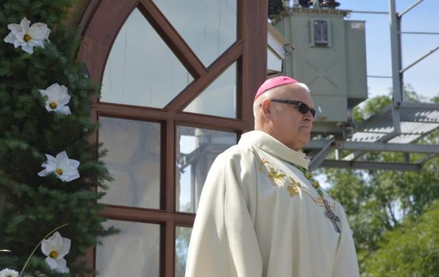 Biskup Piotr Skucha podczas uroczystości w rodzinnym  Łaganowie w 2016 roku