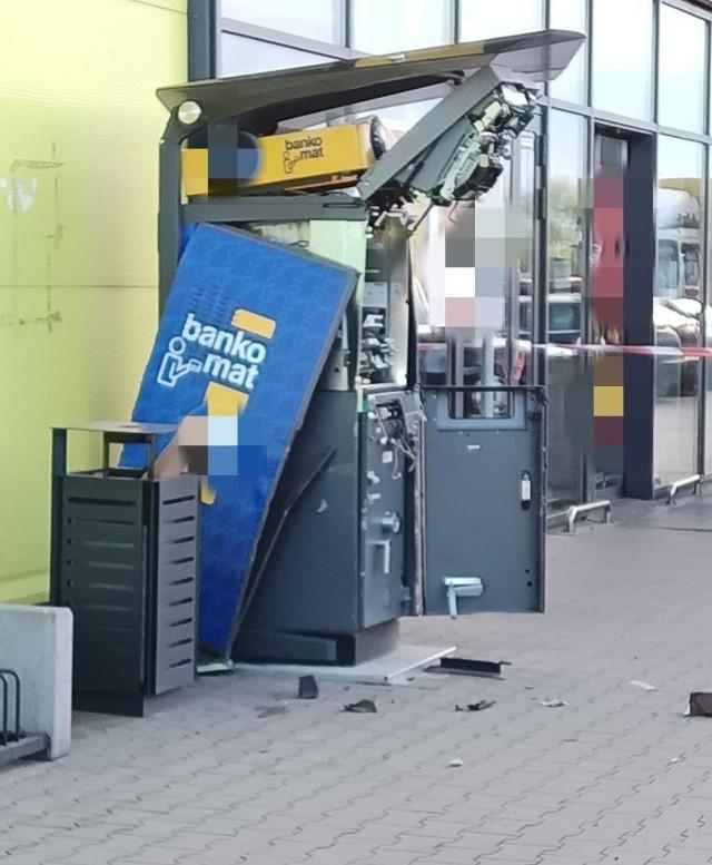 Wysadzony bankomat znajduje się przy grójeckiej Galerii Dekada.
