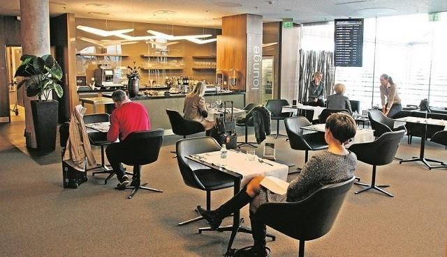 Klienci VIP na  lotnisku mogą korzystać ze specjalnej restauracji  oraz wygodnej poczekalni