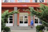 Ze szkoły w Toruniu zniknęło 676 tys. zł. Księgowa na emeryturze, a śledztwo zawieszone!