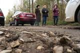 Mieszkańcy Jacentowa i Sokołowa Nowego w powiecie koneckim brną przez błoto. Czy wreszcie doczekają się remontu drogi?
