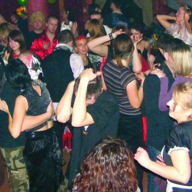 Na imprezy sylwestrowe w pubie Od zmierzchu do świtu goście przychodzą przebrani. W tym roku obowiązkowy będzie strój wampira.