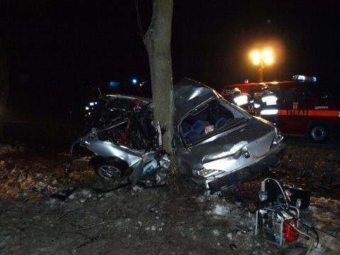 Kierowca peugeota zginął na miejscu.
