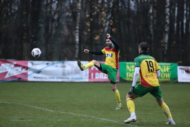 Piłkarze Promienia mają bardzo udany sezon. W sobotę czeka ich jednak trudny egzamin - zagrają na boisku liderującego Tura.