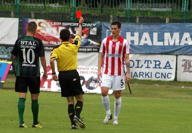 """Przed chwilą Mateusz Żytkow popełnił faul taktyczny i sędzia musiał pokazać piłkarzowi """"Pasów"""" czerwoną kartkę"""