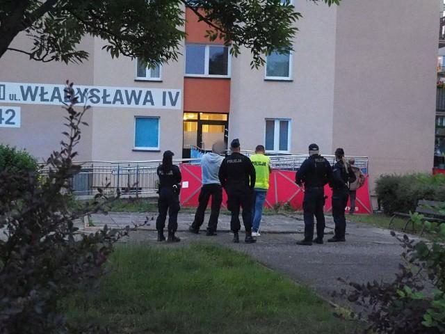 Do tragedii doszło we wtorek ok. godziny 20.20 w wieżowcu przy ulicy Władysława IV w Koszalinie.