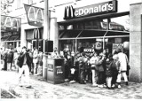 Tak wyglądał pierwszy McDonald's w Poznaniu. Zamknięto go w 2017 roku. Zobacz zdjęcia