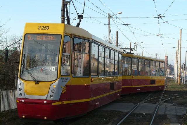 Zarząd Województwa Łódzkiego zdecydował o zwiększeniu dofinansowania dla dwóch projektów mających na celu poprawę funkcjonowania komunikacji tramwajowej w aglomeracji łódzkiej. Chodzi o modernizację linii tramwajowych do Zgierza i Konstantynowa Łódzkiego. - Dzięki dobrej współpracy Urzędu Marszałkowskiego z rządem podnieśliśmy współfinansowanie dla tych ważnych dla mieszkańców aglomeracji łódzkiej projektów. Udało nam się wynegocjować przesunięcie środków unijnych i pozyskać pieniądze z budżetu państwa – mówi marszałek Grzegorz Schreiber.