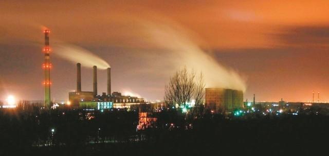 Na terenie kompleksu chemicznego w Blachowni działa wiele firm. Z jednej strony dają pracę setkom mieszkańców, ale jednocześnie negatywnie wpływają na środowisko. (fot. Daniel Polak)
