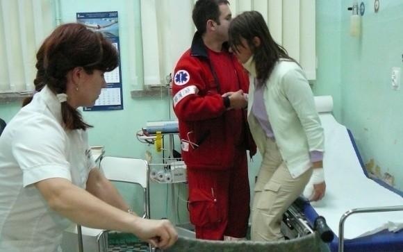 Najmniej poszkodowana w katastrofie stargardzianka Ewa Prunesti tuż po powrocie z Francji, w nocy 23 lipca 2007 r., na izbie przyjęć stargardzkiego szpitala.